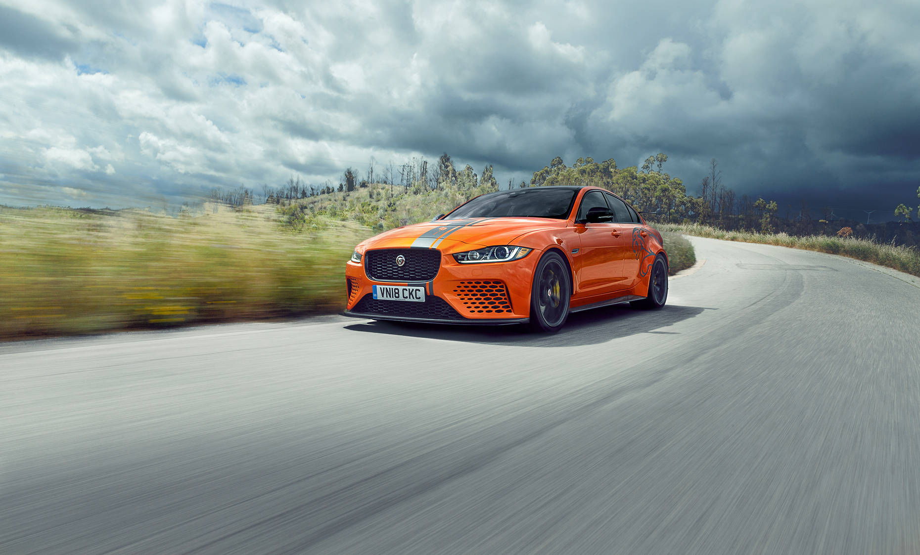 Jaguar-XE-SV-car-too-car-web