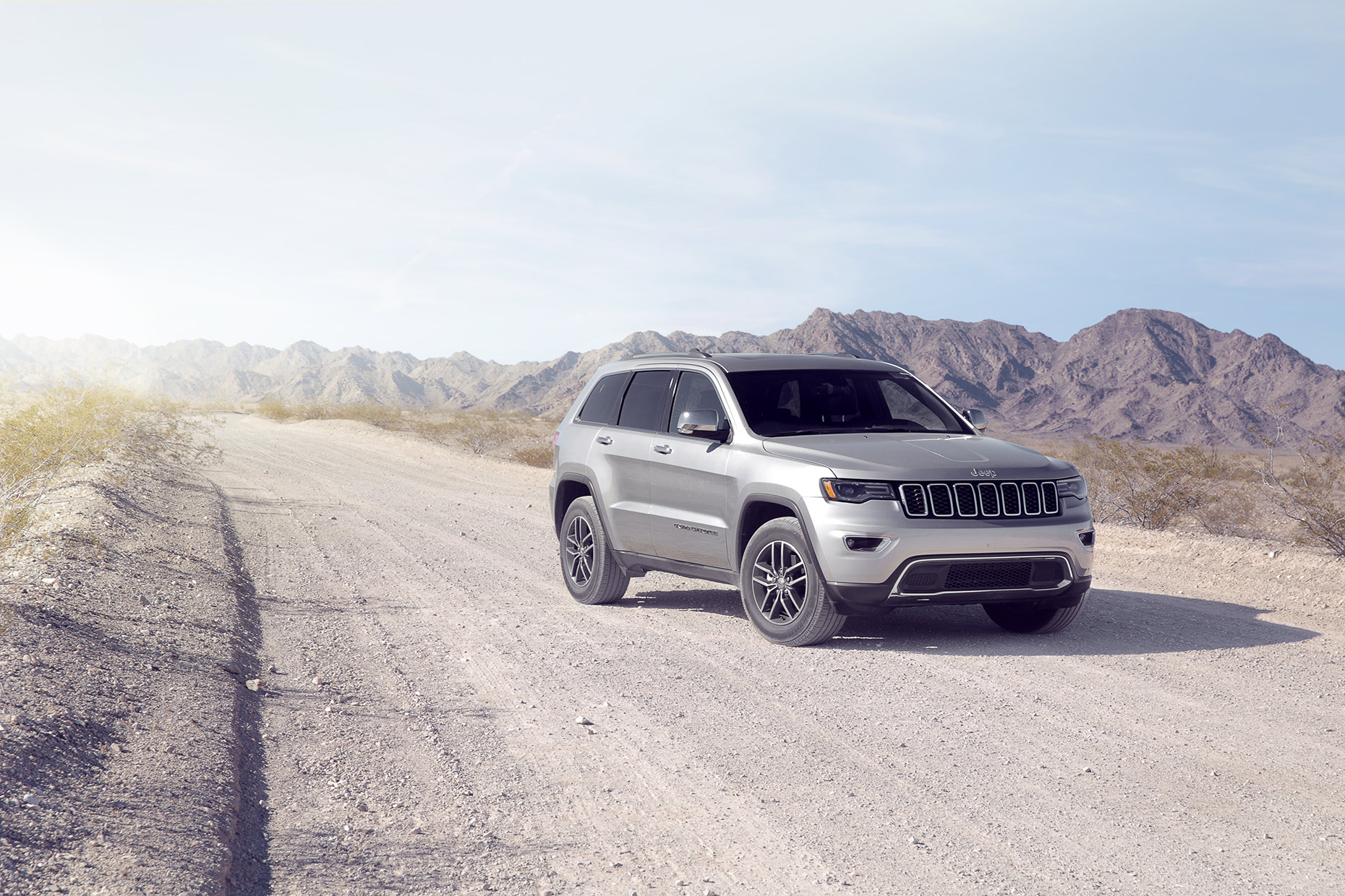 Jeep-Grand-Cherokee-desert